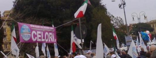 Livebloggin da Piazza San Giovanni. Flop di partecipazione, non di abusi