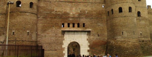 Porta Asinaria deriva da asini, appunto…