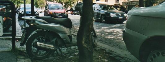 Autoscontri di inciviltà a Piazza Vittorio