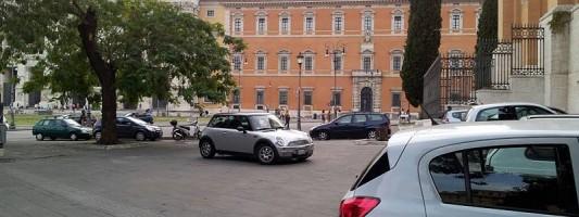 Chi permette tutto ciò in Piazza San Giovanni?