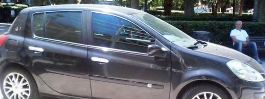 Ormai a Piazza Vittorio, anzi dentro Piazza Vittorio, si parcheggia così