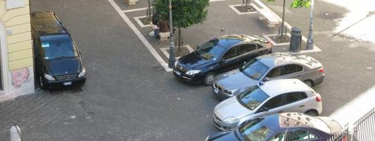 Le ostriche di Catricalà. Stuprata Piazza Iside