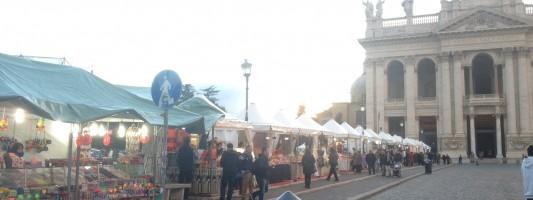 Ed eccolo, il mercatino di Natale che quest'anno insozza San Giovanni in Laterano