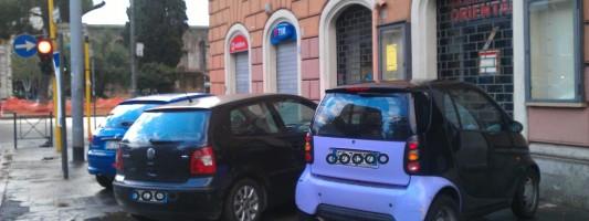 Come mai hanno ridotto Via di Porta Maggiore ad un lungo parking abusivo?