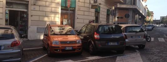 Coi furfanti che parcheggiano in curva a Via Statilia\Via San Quintino allora come la mettiamo?