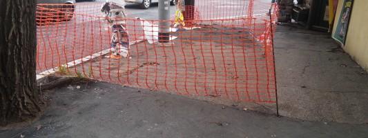 Non si sa come sia possibile, ma i marciapiedi di Manzoni peggiorano ulteriormente