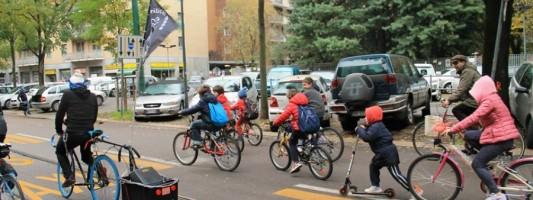 Bike to School. Strumento di sensibilizzazione o gagliardetto radical chic?