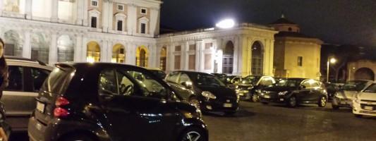 Lo scandalo di Piazza San Giovanni trasformata in parking abusivo. Ogni lunedì