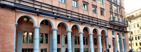 Il dente cariato di Piazza Vittorio da oggi non c'è più. Giornata storica