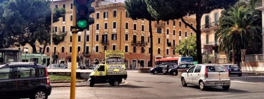 L ape pubblicitaria abusiva in mezzo a piazza di porta - Via di porta maggiore 51 roma ...