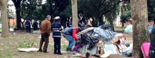 Fine di un incubo? Vigili e Polizia oggi sgomberano il villaggio dei profughi di Colle Oppio