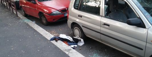 Tornato il parcheggiatore abusivo di Via delle Terme di Traiano. Attenzione gente