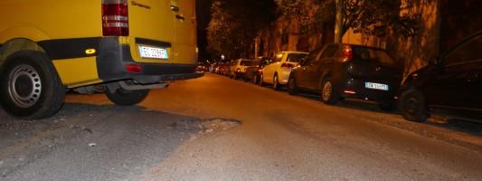 Sembra Sarajevo durante le guerra, ma sono le strade dello chicchissimo Colle Oppio